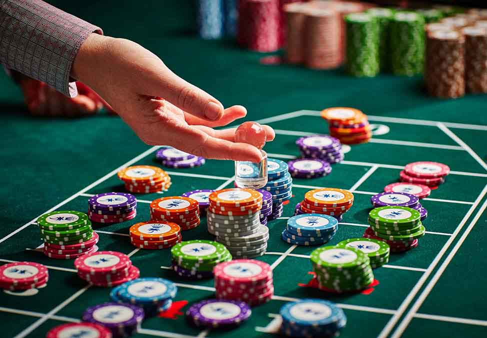 World casino croupiers: What did they say about their work in casinos?
